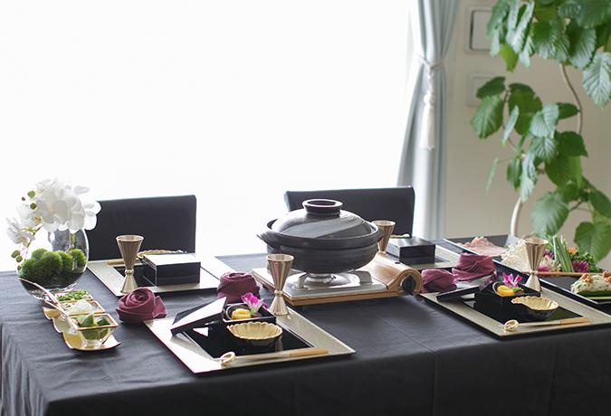 お鍋のテーブルコーディネートの画像