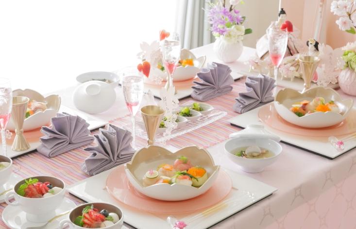 雛祭りのテーブルコーディネートの画像